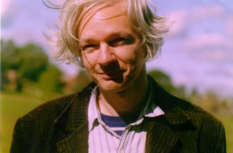 Julian_Assange_full (1)
