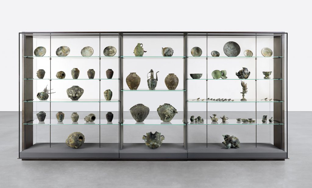 Damien Hirst, A colle ction of vessels from the wreck of the Unbelievable Image: Photographed by Prudence Cuming Associates © Damien Hirst and Science Ltd. All rights reserved, DACS/SIAE 2017. Photographed by Christoph Gerigk.
